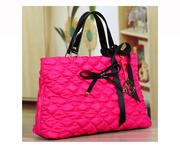Большая осенняя женская розовая сумка из текстиля стеганной текстуры